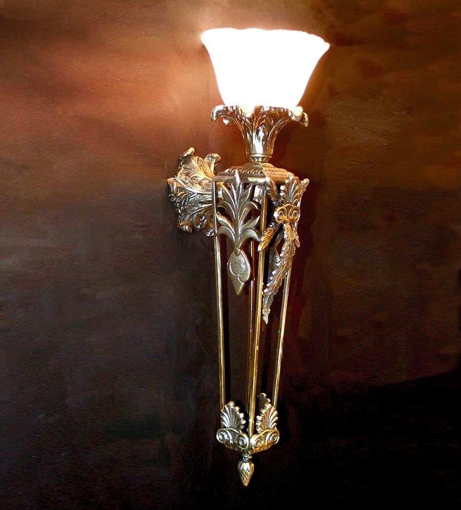 бра в виде факела из бронзы