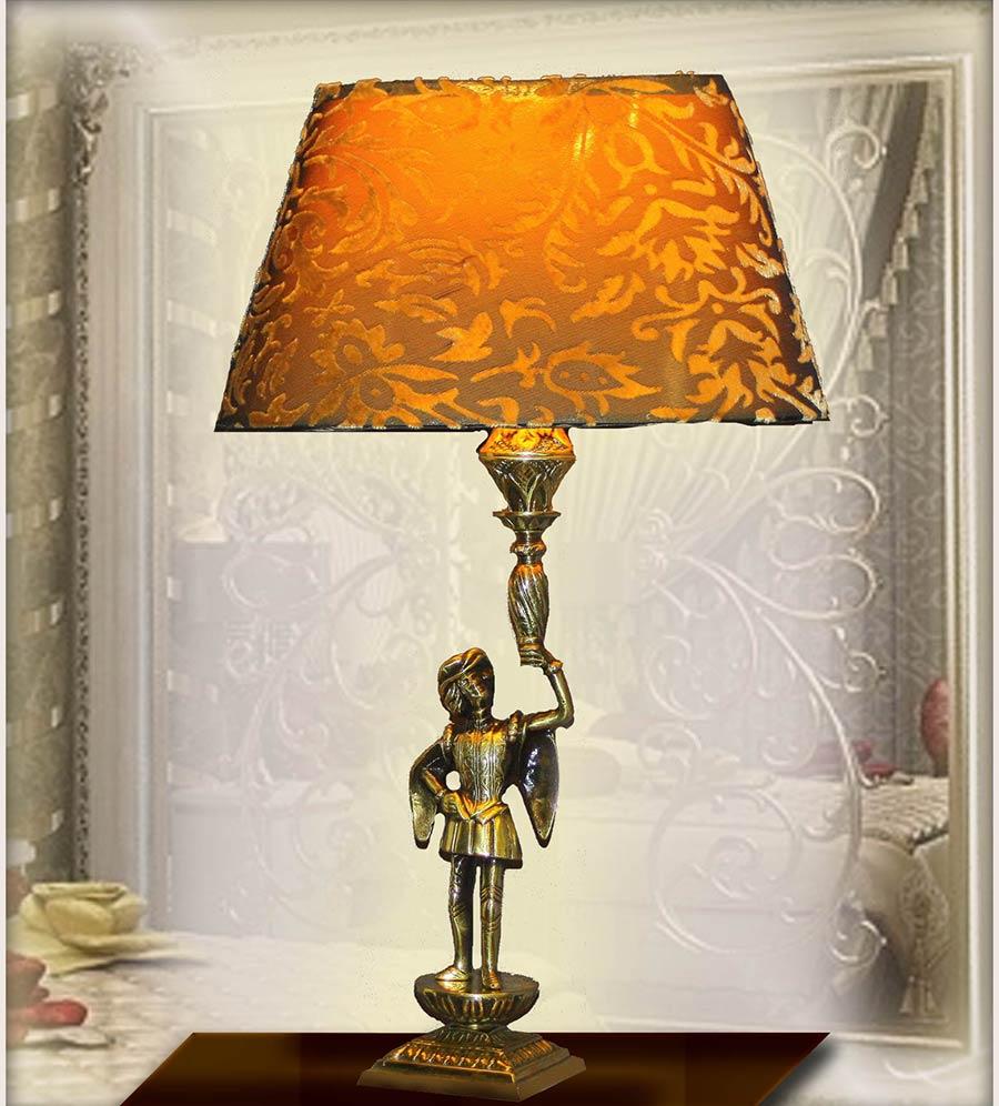 Бронзовая настольная лампа с абажуром