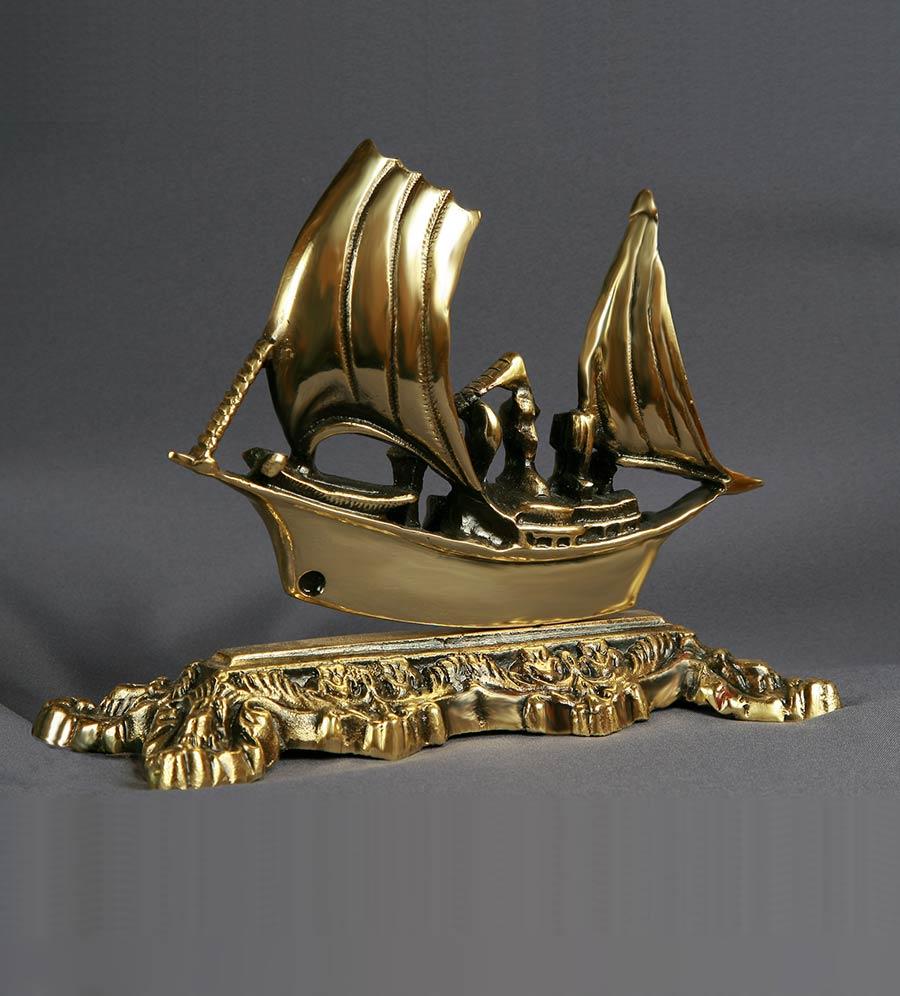 Статуэтка кораблика
